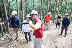 高知県四万十市の若手合宿の様子(左から宮﨑さん、秋山さん、手前が講師の橋本光治さん)